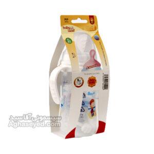 برای دادن شیر خشک، قند داغ و یا حتی شیر خود مادر نیاز به یک شیشه شیر استادارد است. شیشه شیر بیبی لند دسته دار کد ۲۴۸، یک شیشه شیر به ظرفیت 300 میل و وزن ۸۰ گرم از جنس پلی کربنات است. این محصول در حالت پر شده وزنی در حدود ۲۴۰ گرم که با طراحی زیبا و ارگونومیکی که دارد علاوه بر جذابیت برای کودک با دو دستگیره که در روی شیشه شیر وجود دارد کودک به راحتی شیشه را به دست میگیرد. شایان ذکر است این شیشه شیر دارای یک در پلاستیکی برای تمیز نگه داشتن سری شیشه شیر و درجه بندی روی بدنه شیشه است. در بسته بندی این محصول یک سری بادامی شکل معمولی میباشد. بهترین روش برای شست و شوی این شیشه شیر شست و شو با دست و فرچه مخصوص است. بیبی لند (Babyland) یکی از تولیدکنندگان تجهیزات و لوازم سیسمونی و کودک است که محصولات گوناگونی را در این زمینه تولید میکند. تنوع تولیدات این شرکت برای نوزادان و کودکان از قبل تا بعد از تولد و سنین کودکی و خوردسالی را شامل میشود و همه ساله سعی کرده تا ایدهها و محصولات جدیدی را برای مشتریان خود رائه میدهد. این شرکت در تولید محصولاتش از مواد با کیفیت استفاده میکند.